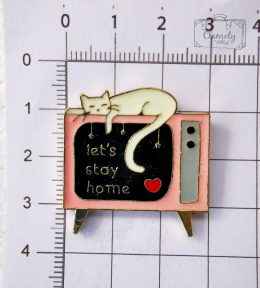 WHITE CAT BUTTON ON PINK LETS TV ST